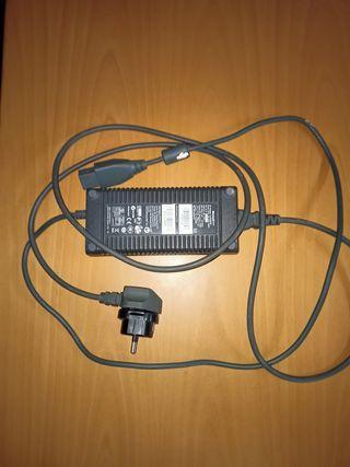 Cable de alimentación para Xbox + cable HDMI.