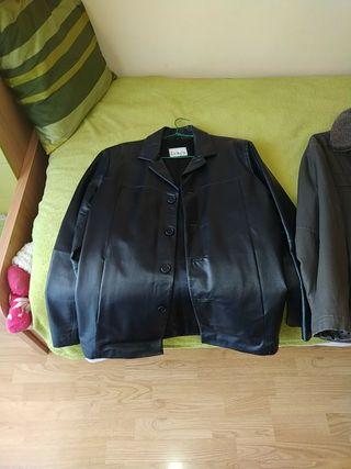 chaquetas de piel y la otra...estilo aviador