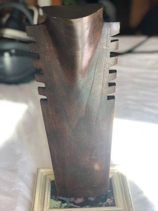 Expositor collares de madera