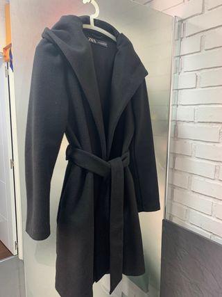 Abrigo Zara negro talla M