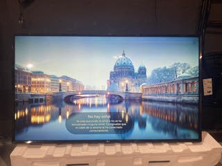 TV LED UHD 4K 55 PULGADAS con pequeño golpe arriba