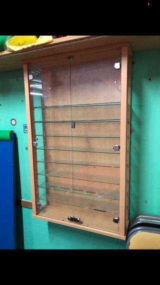 Vitrina expositora de madera puertas de cristal
