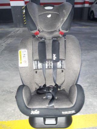Asiento de coche de bebe ( 0-36 kg. )