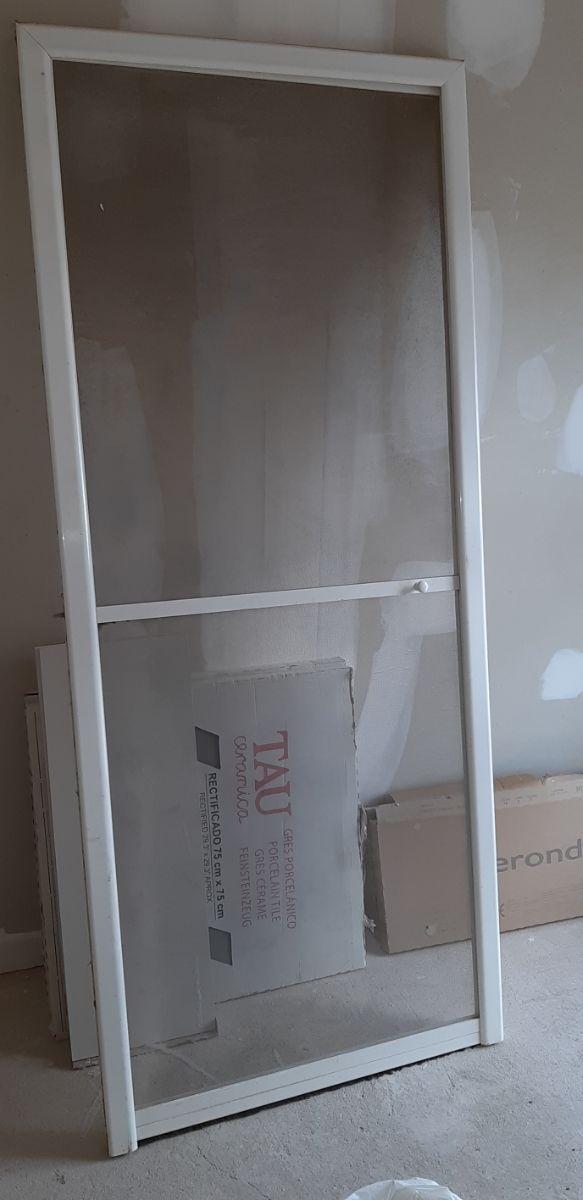 Puerta de aluminio + mosquitera