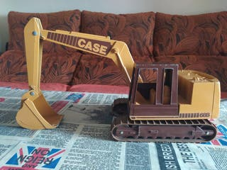 Excavadora CASE 688 (maqueta)