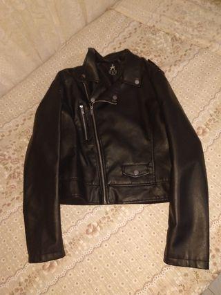 chaqueta negra cuero