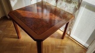 Mesa de comedor extensible de madera noble