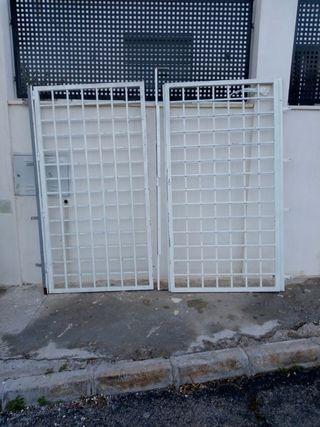 puerta de dos hojas para garaje o jardín