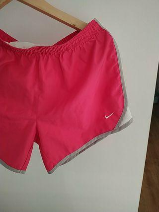 pantalón corto deporte Nike