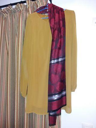 blusa color mostaza.