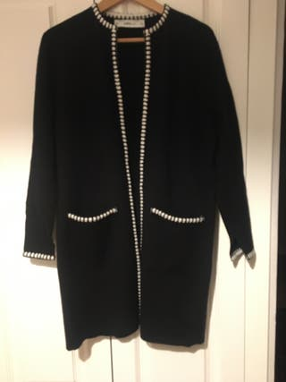 Abrigo punto color negro Zara talla S