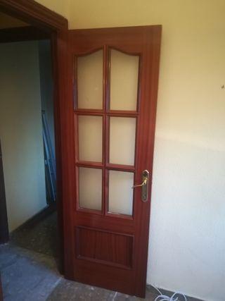 puerta con cristaleras