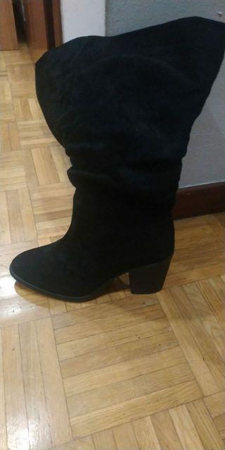 Botas negras. n°38