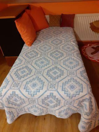 Vendo cama de 90/ 180 con colchón en buen estado.