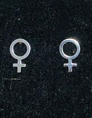 Pendientes símbolo femenino en plata de ley 925
