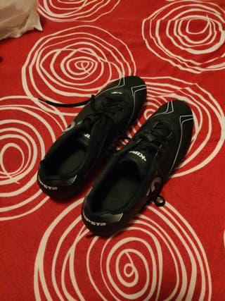 botas de fútbol kipsta con tacos