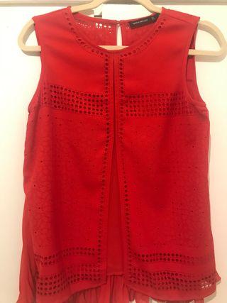 Elegante blusa con espalda plisada de Karen Millen