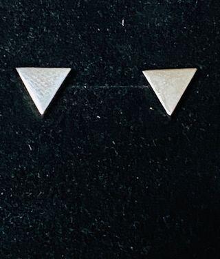 Pendientes modernos triangulos en plata de ley 925