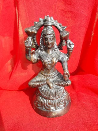 Figura de Lakshmi. Diosa de la abundancia. Bronce.