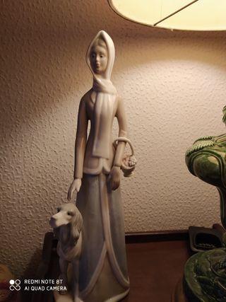Antigua figura de porcelana