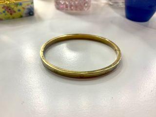 Pulsera dorada estilo Cartier