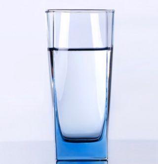 Vasos de cristal cuadrados