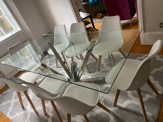 Beautiful modern table new with 8 chairs