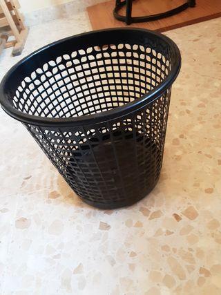 Papelera plástico negra