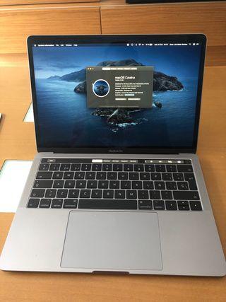 """Macbook Pro 13"""" Touch Bar con funda de piel"""