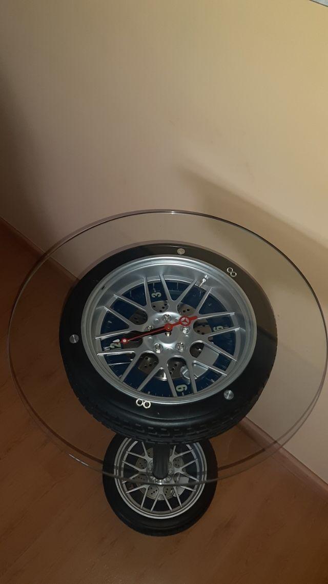 Mesa auxiliar con reloj de rueda RACING.
