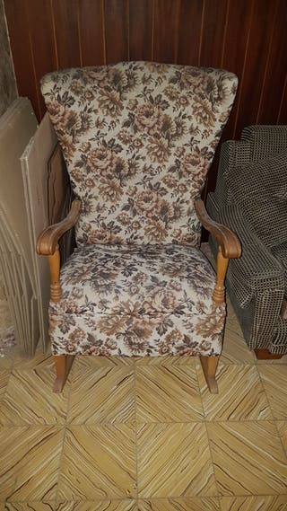 2 Mecedoras de madera tapizado floral