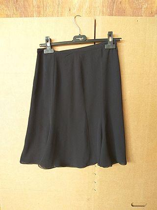 Falda negra fina