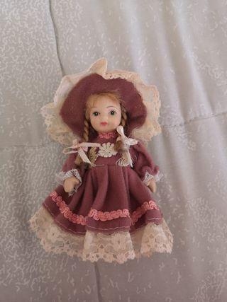 muñeca mini porcelana