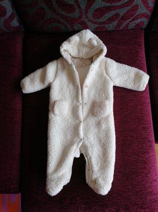 mono blanco bebe pelito corto con capucha