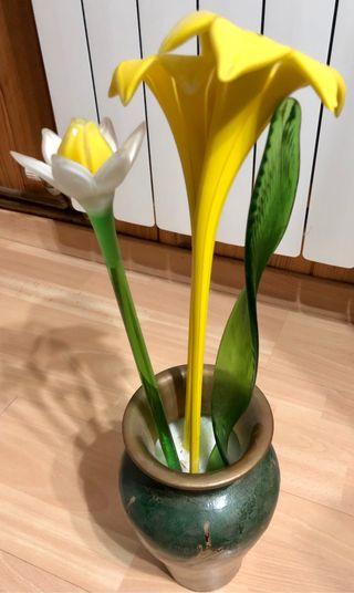 Jarrón con flores de cristal