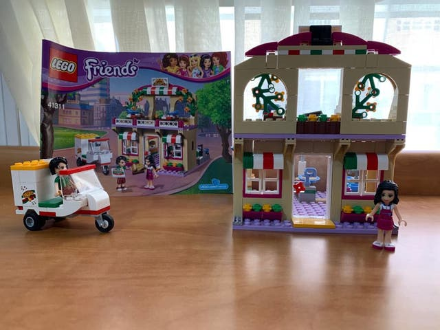 Lego friends pizzeria