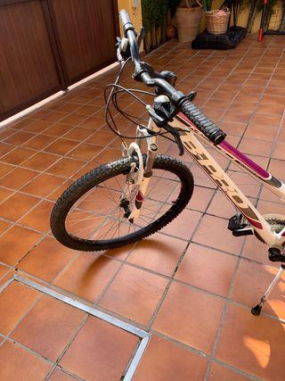 Bicicleta de montaña marca b- pro
