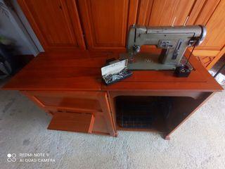 Maquina de coser antigua marca Wertheim