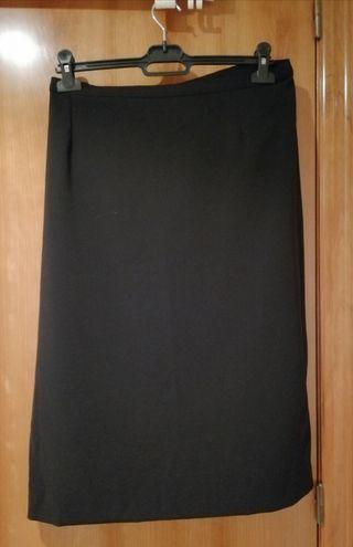 Falda negra. talla 50