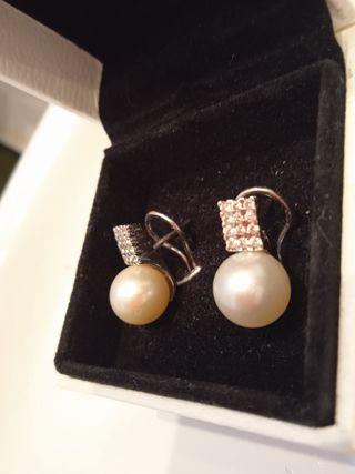 pendientes con diamantes y perlas auténticas