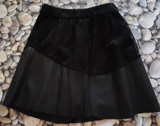 Falda negra de polipiel