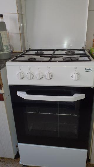 Cocina gas Beko con Horno