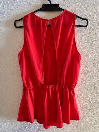 Blusa roja con espalda descubierta