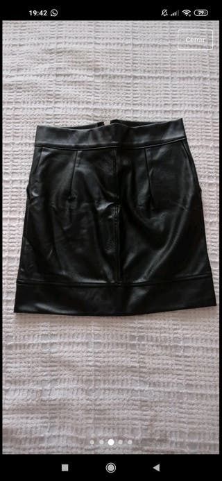 Falda de cuero negra M