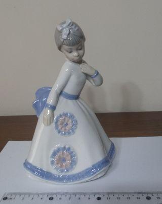 Figura porcelana niña marca Zaphir (Lladró)
