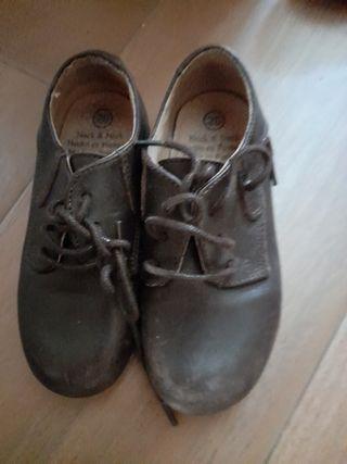 zapatos seminuevos 5 eur el par n.26 y 25