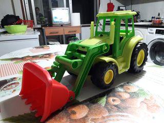 Tractor de juguete con pala excavadora