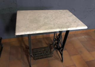 Mesa de máquina de coser antigua
