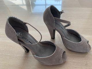 Zapatos piel color gris talla 35