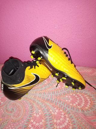 botas de futbol talla 38 magista